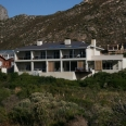 The house nestled in a fynbos greenbelt